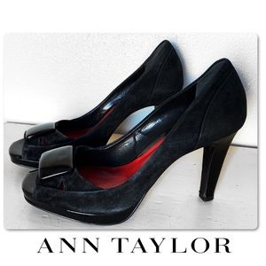 ANN TAYLOR BLACK SUEDE LEATHER PEEP TOE  PUMPS